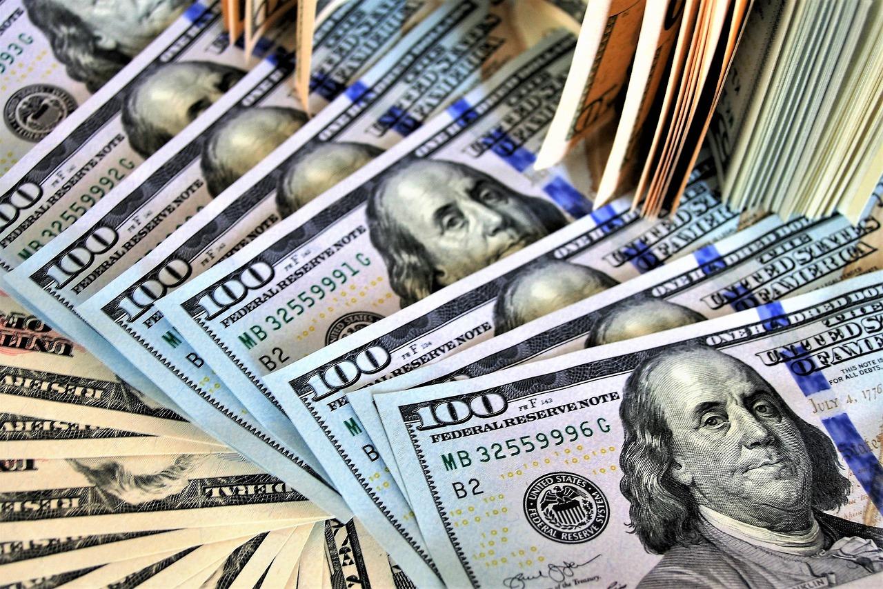 bankovky amerických dolarů