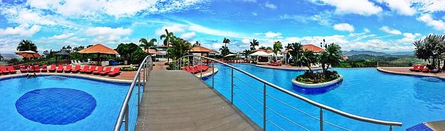 můstek přes bazén